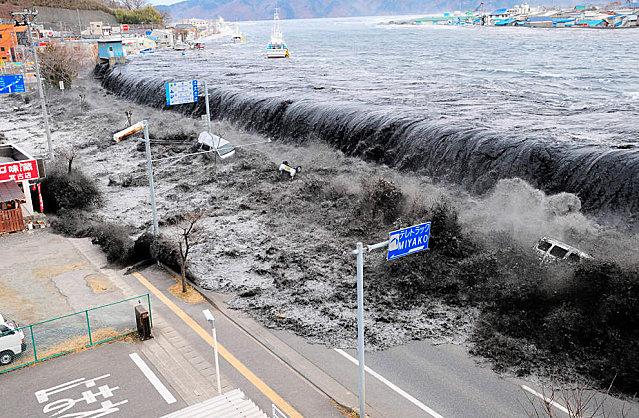 tsunami-japon-mars-2011-29