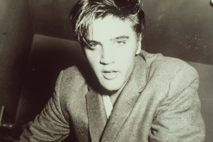 Elvis_looking_like_he_s_flying_high.