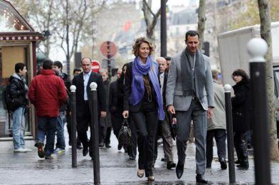 Syrian+president+Bashar+al-Assad+and+his+wife+Asma+walk+in+a+street+of+Paris