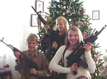 gun_family_christmas_20091218_1079066365